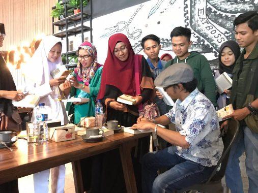 Peluncuran Novel #KawanLama Karya Hendri Std, Juwendra Asdiansyah: Jurnalis Itu Idealis