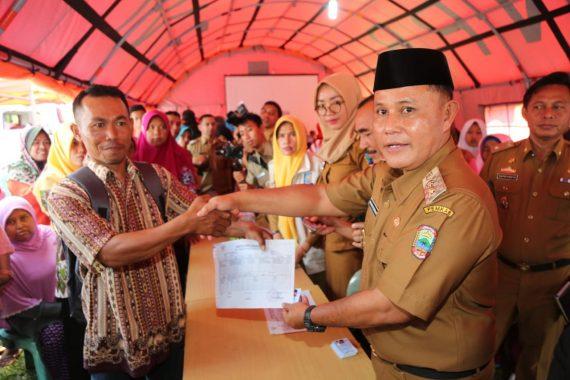 Warga Padati Gedung Pelayanan Satu Atap Pemkot Bandar Lampung Urus KTP Elektronik dan Kartu Keluarga