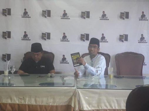 Abdul Hakim Bedah Buku di Rumah Makan Garuda Bandar Lampung