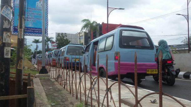 Angkot Sering Ngetem di Depan Museum Lampung Picu Kemacetan di Atas Underpass Unila
