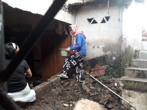Rumah Desi di Penengahan Bandar Lampung Porak Poranda Dihantam Banjir
