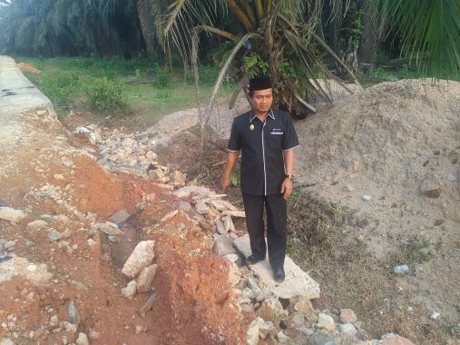Reses ke Lampung Tengah, Ahmad Mufti Salim Soroti Bahu Jalan Ambles di Bekri