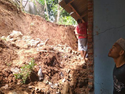 Hujan Deras Tadi Malam Picu Longsor Kampung Mulya Jaya 2 Karang Maritim Panjang