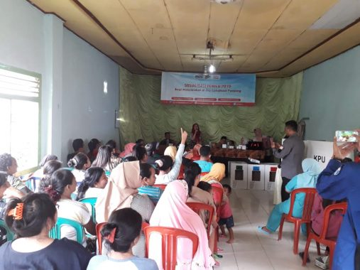 Puluhan Warga Eks Lokalisasi Panjang Ikuti Simulasi Pemilu Gelaran KPU Bandar Lampung