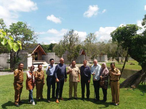 Bupati Tulangbawang Barat Umar Ahmad Ajak Pengusaha Selandia Baru Tinjau Lokasi Pengembangan Rumput Chicory