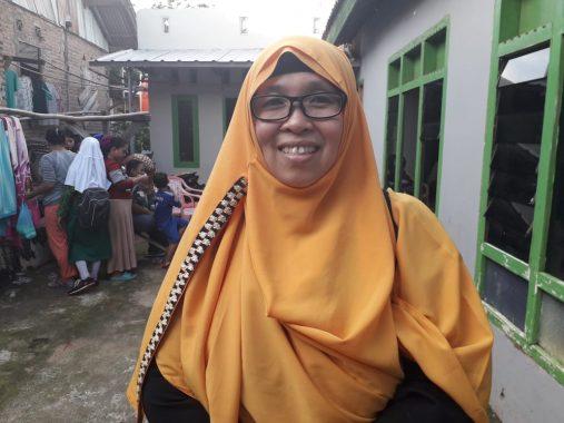 Yuni Karnelis Bikin Pelatihan Sabun Cair di Negeri Olokgading, Begini Reaksi Emak-Emak Peserta