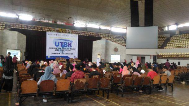 Sosialisasi Pencalonan, Caleg DPRD Lampung Tengah Usungan PKS Ahmad Khairudin Syam Cium Tangan Guru Sekolah Dasarnya
