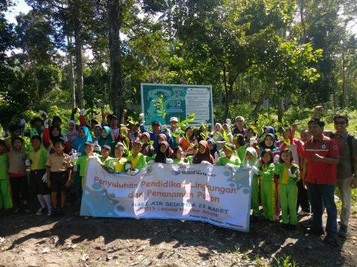Hari Air Sedunia, YKWS dan PT Tirta Investama Tanggamus Helat Penyuluhan Pendidikan Lingkungan dan Penanaman Pohon