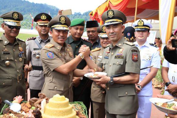 Bupati Lampung Barat Parosil Mabsus Inspektur Upacara HUT Pol PP, Linmas, dan Damkar