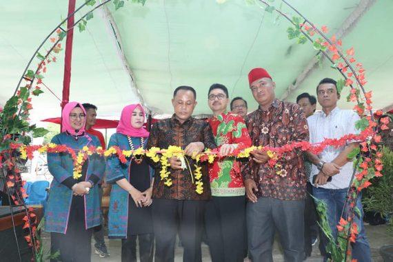 Nanang Ermanto Resmikan Saung Taman Hijau di GOR Way Handak Kalianda