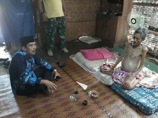Camat Kotabumi Selatan Sari Husin Kunjungi Basri Penderita Tumor