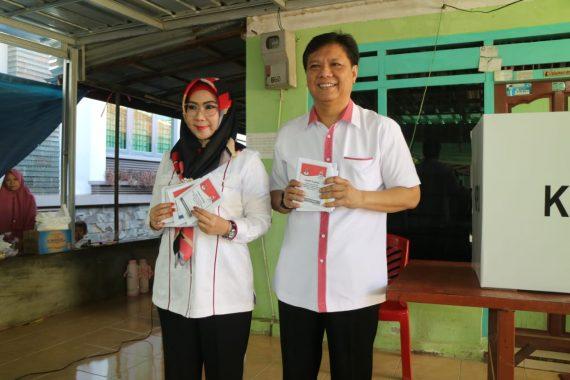 Bupati Tanggamus Dewi Handajani Nyoblos di Kotaagung