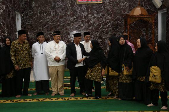 Nanang Ermanto Lepas Keberangkatan 85 Jemaah Umrah Lampung Selatan