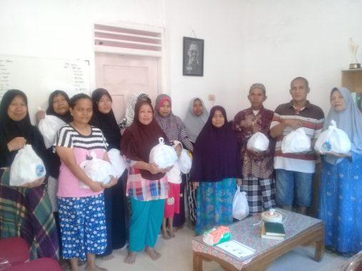 Pemprov Lampung-Jejamo.com Salurkan Bingkisan Lebaran untuk Duafa dan Yatim di Kelurahan Kebonjeruk