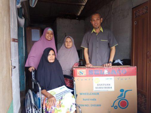 IZI Lampung Serahkan Bantuan Kursi Roda