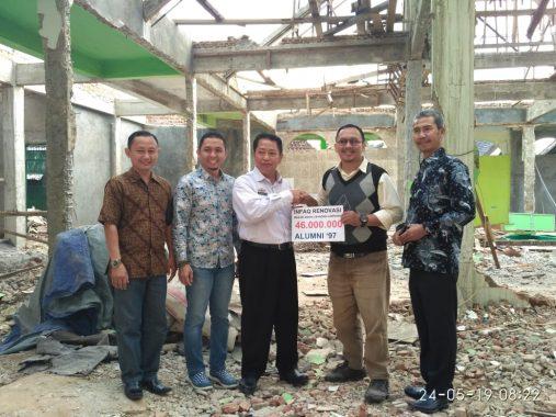 Kadis Kesehatan Lampung Utara Beri Santunan kepada Warga Kurang Mampu