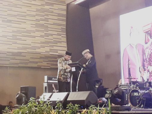Gubernur Lampung Ridho Ficardo Menangis, Bupati Lampung Utara Agung Ilmu Berikan Tisu, Hadirin Tepuk Tangan Meriah