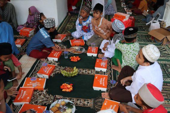 Rumah Zakat Lampung Bareng Mitra Berbagi Buka Puasa Bersama Seribu Yatim dan Duafa