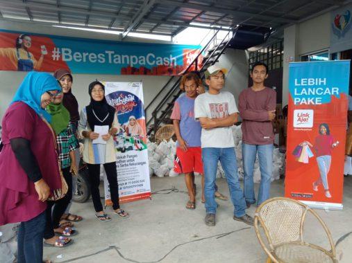 LinkAja-ACT Lampung Bagikan 2.000 Paket Bahan Pokok Murah