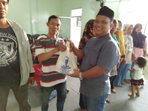 Kepala Pekon Menggala Kotaagung Timur Azhar HS Santuni Duafa dan Penyandang Disabilitas