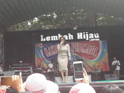 Alif Aulia Liga Dangdut Indosiar Hibur Pengunjung Lembah Hijau