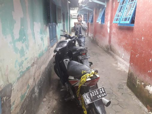 Dua Motor Terparkir Awal Kecurigaan Warga Ditemukan Mayat Pria di Jalan Martadinata Telukbetung Selatan