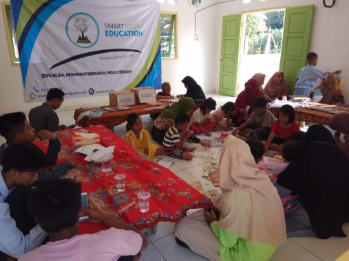 Kombi Lampung Donasikan Buku kepada Smart Youth Education