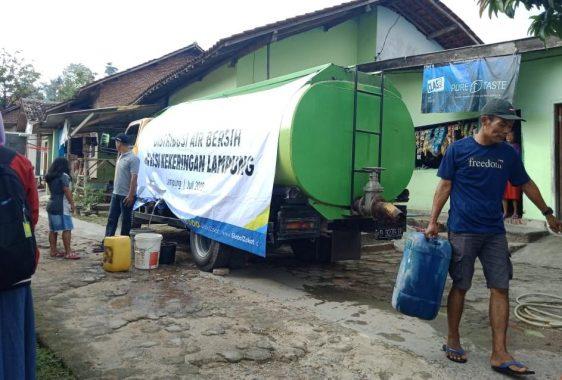 ACT Lampung Bagikan Air Bersih di Kelurahan Sukamenanti, Camat Kedaton Febriana: Terima Kasih