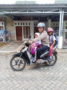 Ketua Umum PKS Lampung Ustaz Ahmad Mufti Salim Antar Anak ke Sekolah Hari Pertama Tahun Ajaran Baru, Berangkat.......