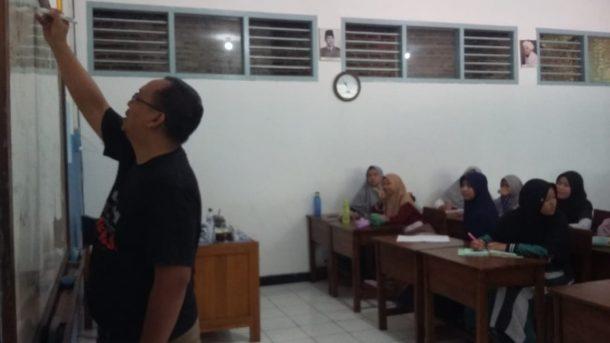 Dipandu Adian Saputra, Pelajar SMA IT Daarul Ilmi Ramai-Ramai Rancang Tulisan Beragam Genre
