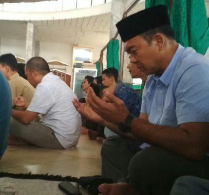 Di Masjid Al Wasii Unila, Rycko Menoza Doakan Calon Haji Asal Lampung Diberi Kemabruran