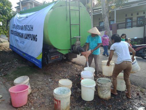 ACT Lampung Bagikan Air Bersih ke Warga Susunanbaru Bandar Lampung