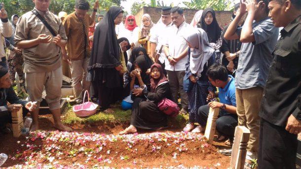 Korban Tewas Sekeluarga di Tol Cipali Dimakamkan di TPU Kamboja Gedongmeneng