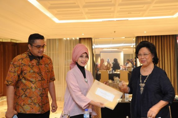 PKS Lampung Distribusikan Daging Kurban dengan Besek Anyaman Bambu