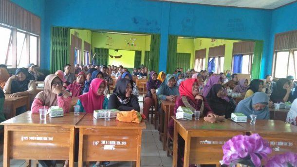 Peserta Lokakarya Nasional Kampus Keagamaan Berkelanjutan Tanam Pohon di UIN Raden Intan Lampung