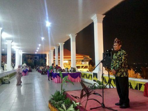 Cekrek! Petugas Layanan Lalu Lintas Polresta Bandar Lampung Hari Ini Pakai Seragam Pejuang Kemerdekaan