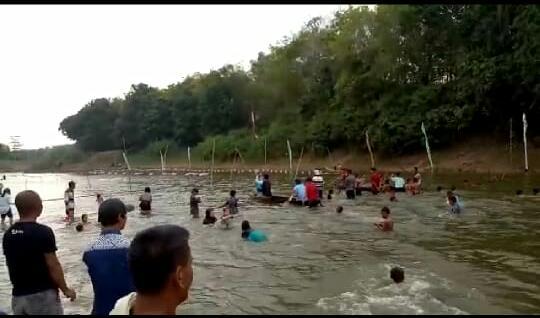 Empat Belas Tim Ikuti Lomba Dayung Perahu Tradisional HUT RI di Sungai Tulangbawang Tiyuh Karta Tuba Barat