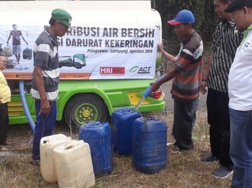 Konvoi Truk Tanki Air ACT Datang, Warga Menyemut