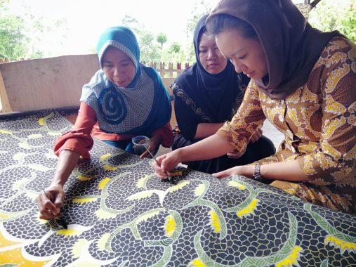Kunjungi Batik Deandra, Pitka Menoza Gagas Ide Segar Agar Usaha Ini Tembus Pasar Internasional