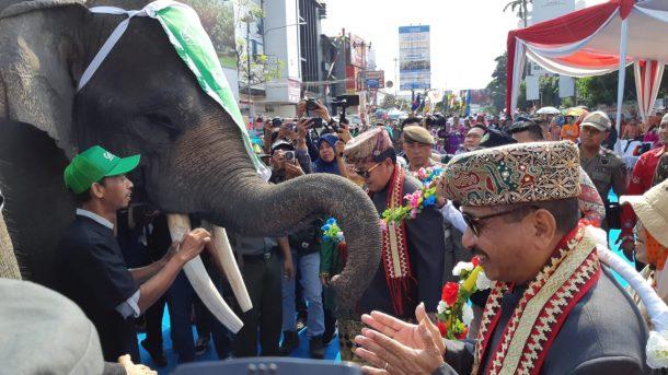 Ribuan Warga Tonton Parade Budaya Lampung Culture dan Tapis Festival