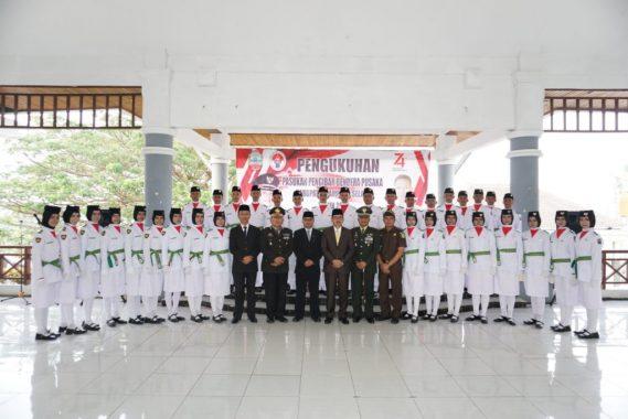 HUT RI Ke-74, Sekda Lampung Selatan Mengukuhkan 34 Anggota Paskibraka