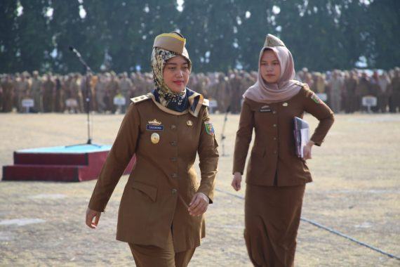 Bupati Tanggamus Dewi Handajani Serahkan Bantuan Perumahan Swadaya Kecamatan Sumberejo