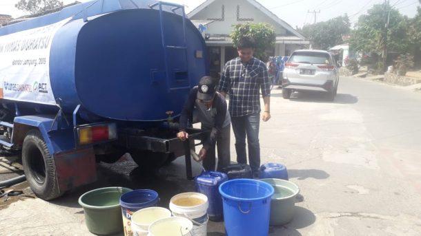 Gandeng Daihatsu, ACT Lampung Distribusikan Air Bersih ke Warga di 3 Tempat di Bandar Lampung
