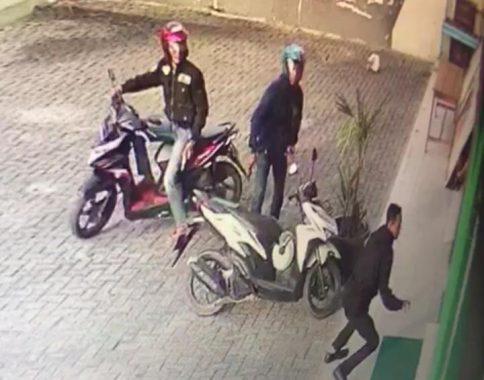 Dua Pencuri Motor Todongkan Pistol Saat Beraksi di Salon Kecantikan Naavagreen Jalan Antasari