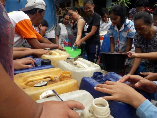 ACT Lampung Bagikan Air Bersih ke Warga Panjang Selatan