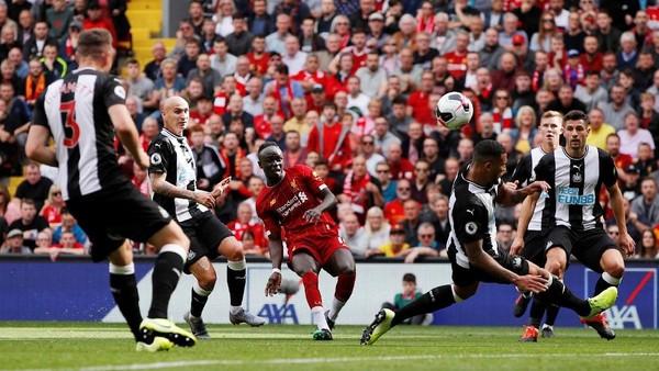 Liverpool Bikin Newcastle Babak Belur 3-1, Mane dan Salah Bikin Gol