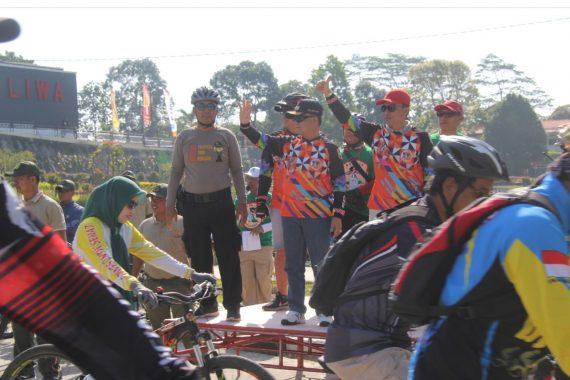 Bupati Lampung Barat Parosil Mabsus Buka Event Sepeda