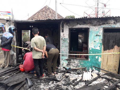 Bengkel dan Warung di Jalan Agus Salim Kelapatiga Bandar Lampung Ludes Terbakar