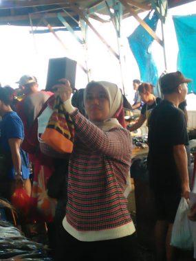 Netizen Ini Kaget Pas Perempuan Belanja di Gudang Lelang Lepas Masker, Enggak Tahunya Wakil Gubernur Lampung Nunik Nge-Vlog