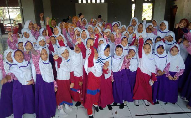 ACT Lampung Sosialisasikan Tumbler di SDIT Insantama